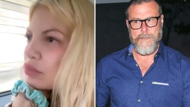 Photo of Tori Spelling pouts in uncommon makeup-free selfie as followers suppose she secretly break up from husband Dean McDermott